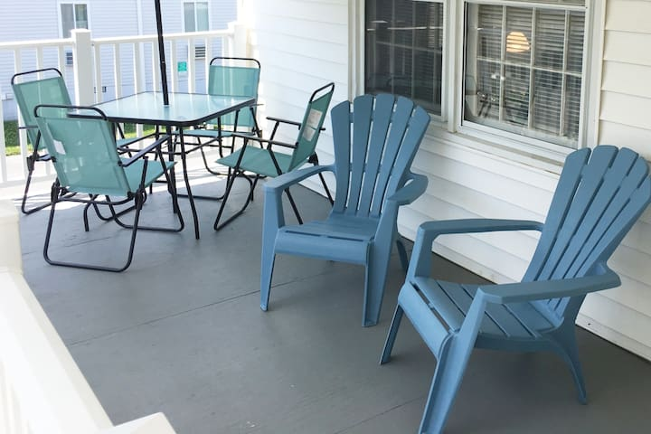Cute Ocean City Condo w/ Patio, Walk to Boardwalk!