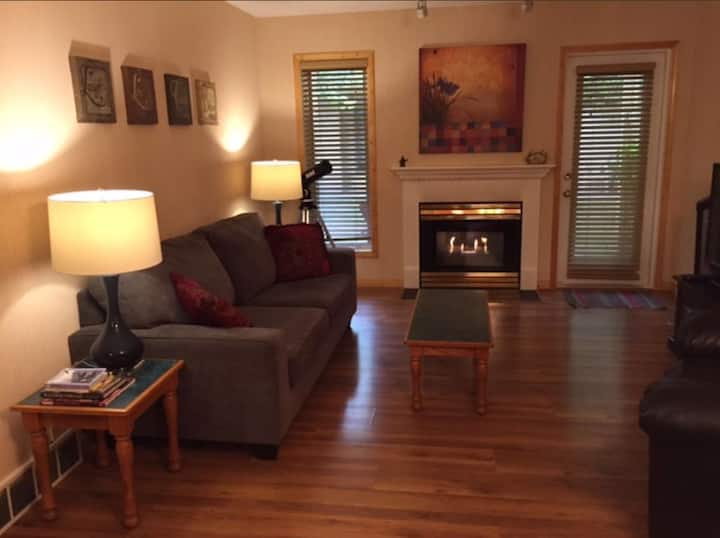 Great 2 Bedroom Condo! Near Downtown Canmore