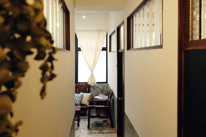 久待合法民宿◆2樓包層(可住1-5人)|老城區市中心,大空間老屋民宿,獨立停車空間