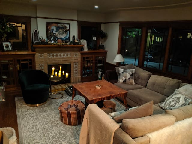 Private bed/bath in Remodeled 1920s Craftsman