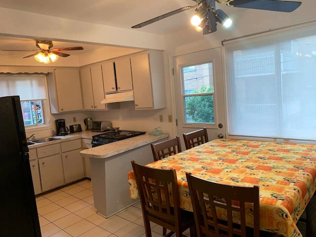 Beautiful 2 bedroom apartment with free parking