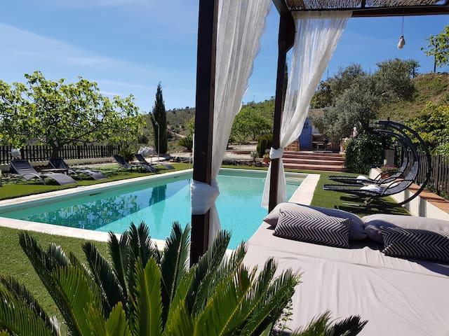Finca con piscina en entorno privilegiado