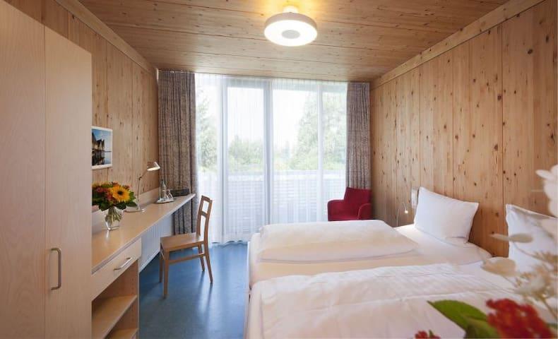 Hotel und Gasthaus Seehörnle, (Gaienhofen-Horn), Galeriedoppelzimmer, DU/WC, Balkon, EG oder OG