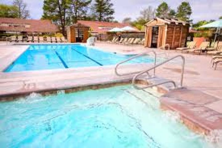 1 SPACIOUS KING UNIT, POOL, TENNIS, SPA