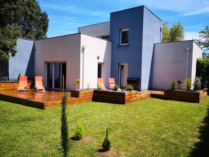 Villa avec terrasse et jardin, résidence privée