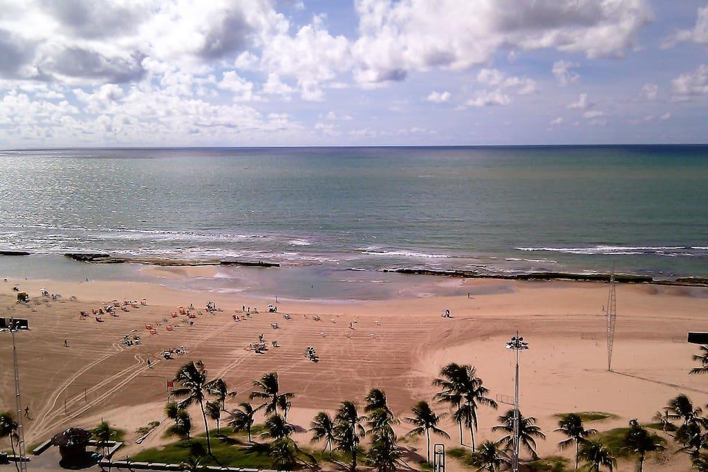 The beach, down the apartment, across the Boa Viagem avenue