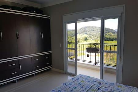 Suite em área nobre - Cidade Pedra Branca - Palhoça