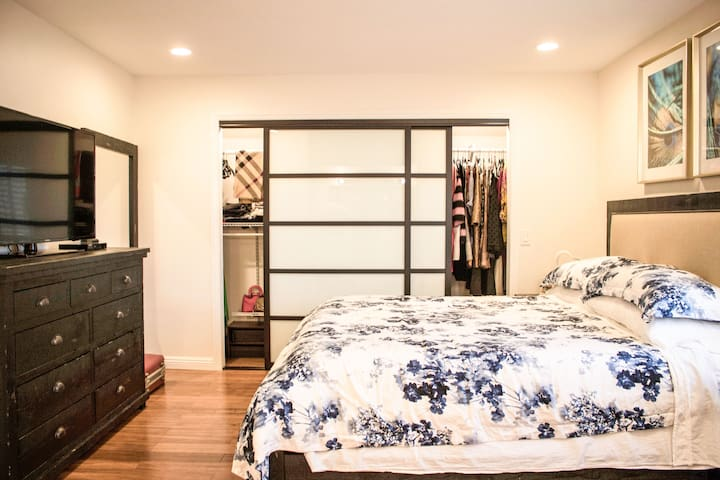 Relax in a Cozy Quiet Fully Furnished Master Suite