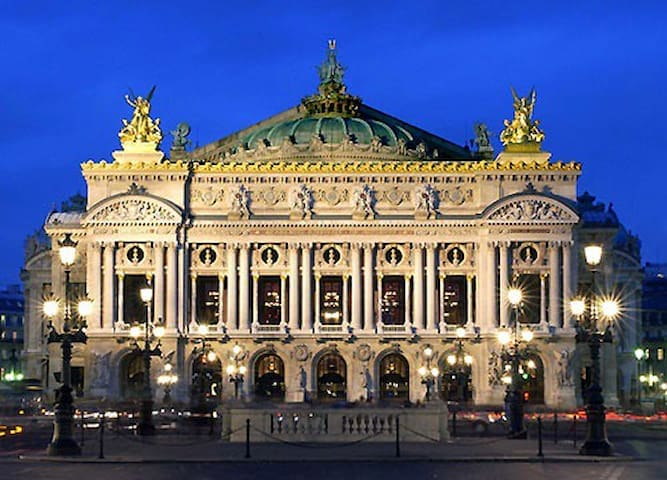 Opéra lovers ? A must do only 10min walk