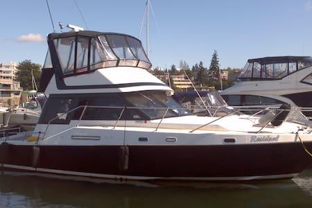 43' Yacht in Kenmore on Lake Washington - Hajó