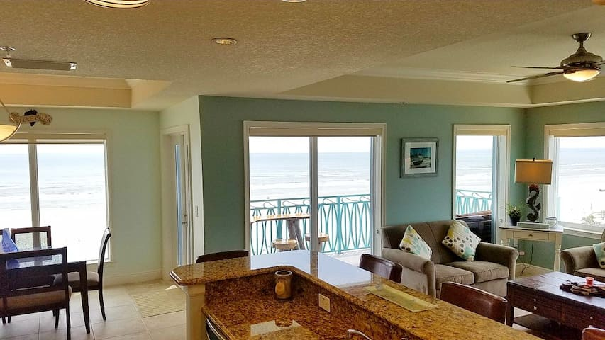 Stylish beach front condo with spectacular view!