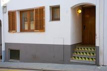 Només 3 esglaons: no hi ha gaires apartaments així a Tamariu!