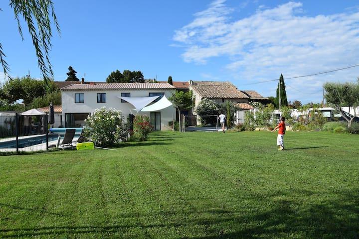 Location Saisonnière au Pézé Pounch - Camaret-sur-Aigues