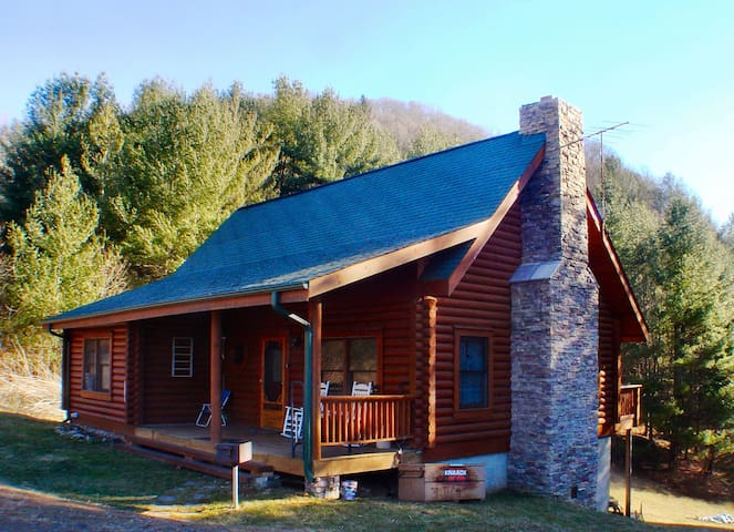 RIVERVIEW RIDGE - Log Cabin Near New River with WiFi, Fire Pit, & Pool Table!
