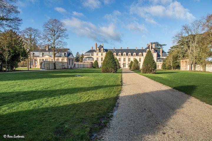 Exceptionnel Château restauré à neuf proche Paris