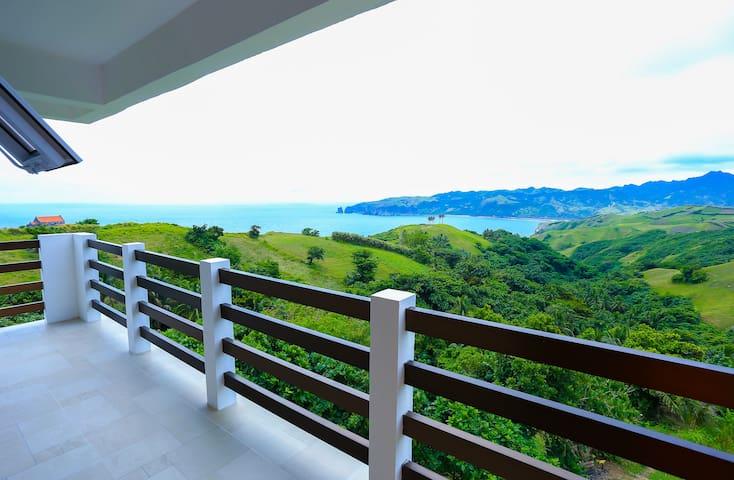 Ukuy's Place: 2F WAKAY Large Balcony Perfect View