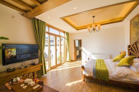 独栋别墅-雪山豪华大床房(含早、接机、地暖、独立花园看玉龙雪山)1楼103 - Lijiang Shi