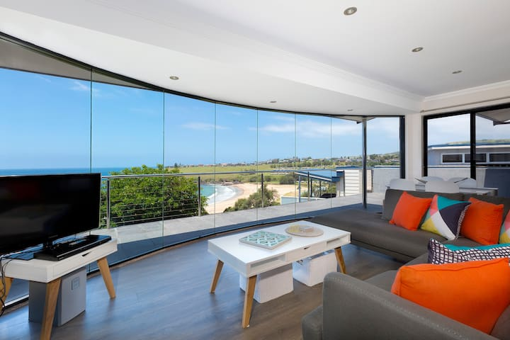 Sunrise over Easts - access straight to the beach - Kiama - Apartment