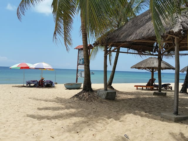 Bungalow on Private Beach with Sunbed and Umbrella - Thành phố Phú Quốc - Bungalow