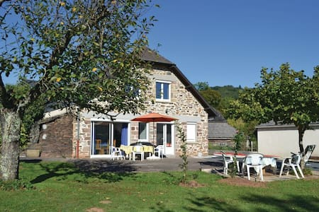 3 Bedrooms Home in Voutezac - Voutezac