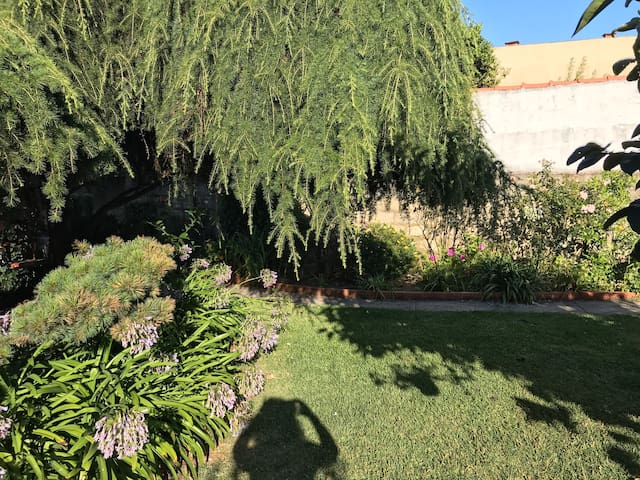Casa 3 quartos com jardim a 5 min da praia