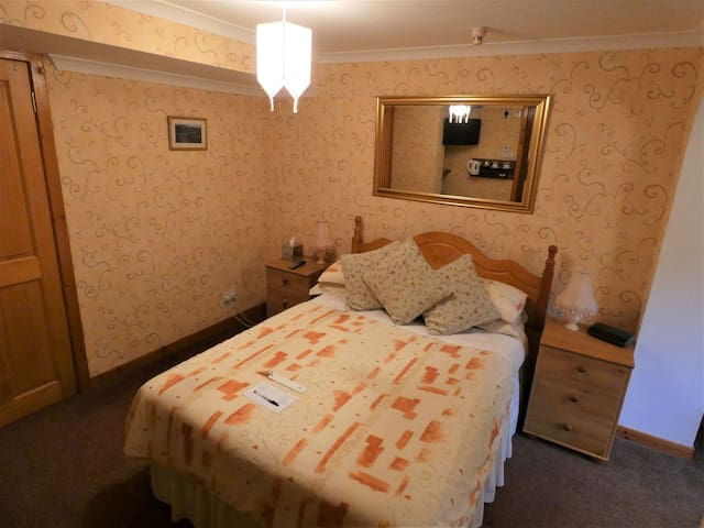 Foxholes Country Hotel Rm 7 Double En-Suite