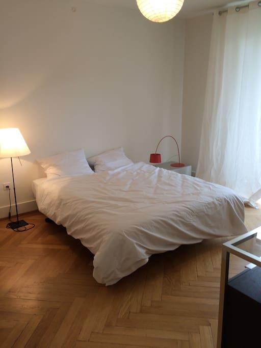 Dormitory (inner-spring mattress)