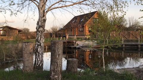 Log cabin with lake, sauna, jacuzzi