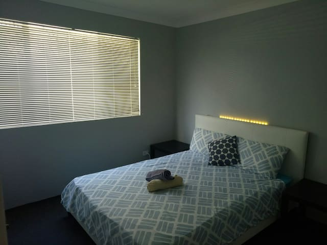 Cute little room in Surfers Paradise!