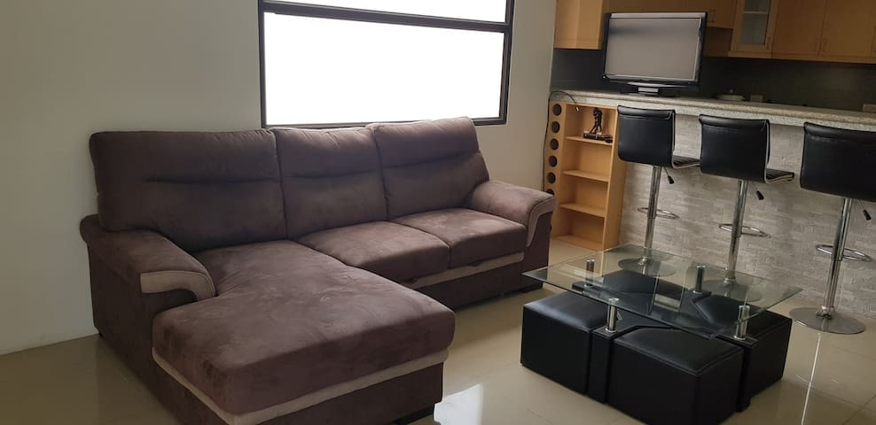 Cozy apartament/10 min airport/15 min downtown
