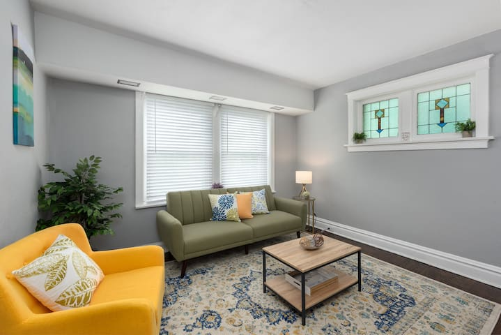 Trendy 1BR in Garden District
