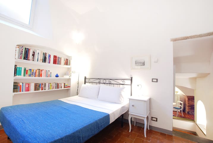Ponte Vecchio Apartment, Private & Cosy