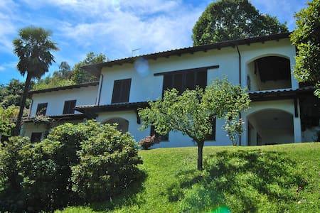 CASA GRANATA CON GIARDINO E VISTA PANORAMICA - Dagnente - Villa