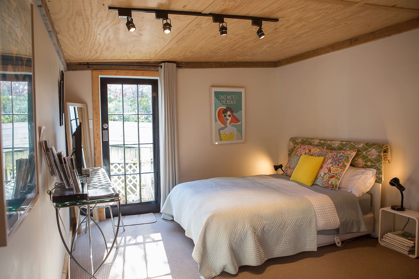 Comfortable queen size bed with electric blanket.   Back door out to small private courtyard.