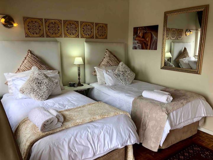 Central Luxury in King's Room @ Winston House