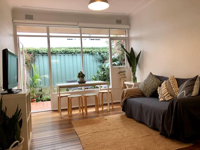 Two bedroom apartment in Collaroy