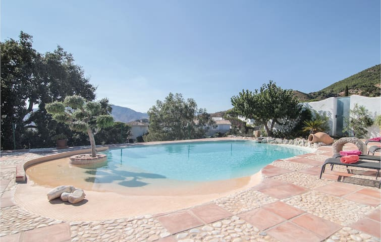 Holiday cottage with 4 bedrooms on 153m² in Mijas