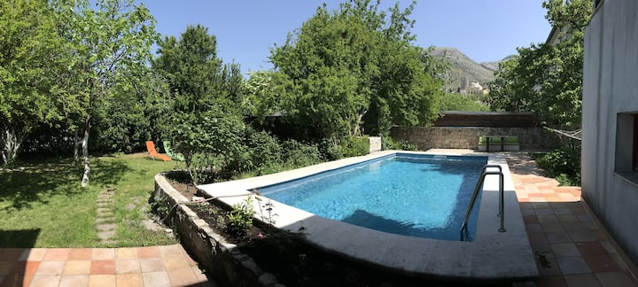 Gorgeous Hideout ★ Pool ★ Parking ★ Patio ★ Grill