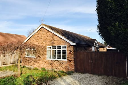 Eastern Heights - Charming Detached Bungalow - Willaston
