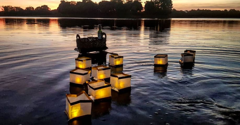 Enjoy drinks with floating candles while watching the beautiful sunset in the lake.