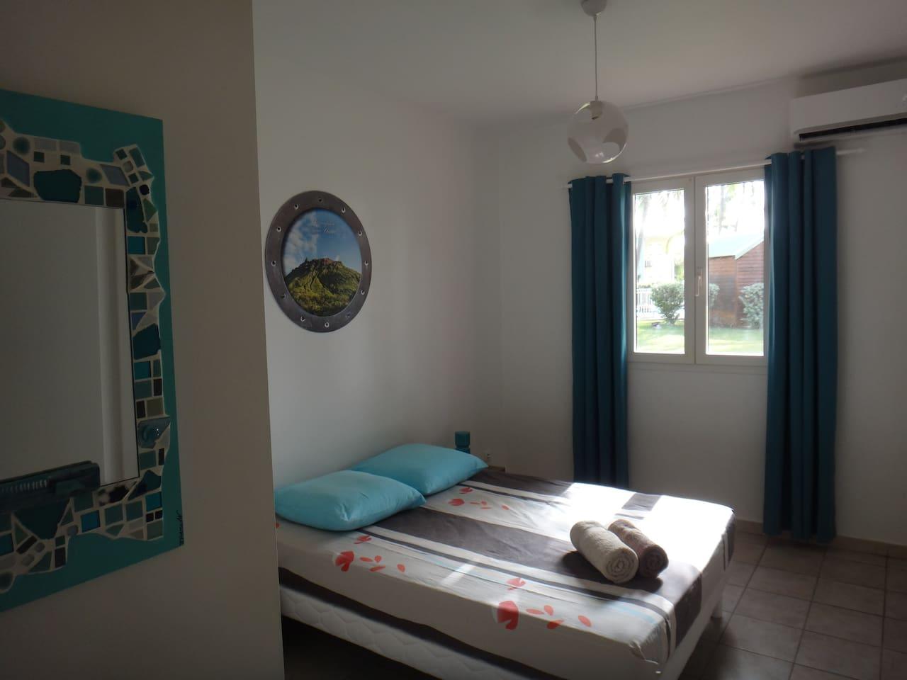 chambre climatisée lit double
