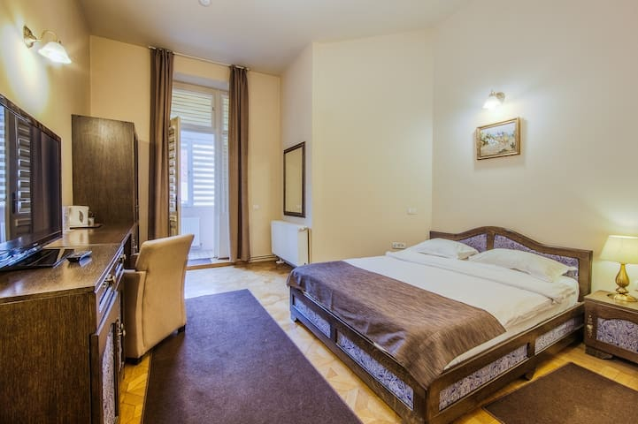 Spacious Double in the heart of the Old City