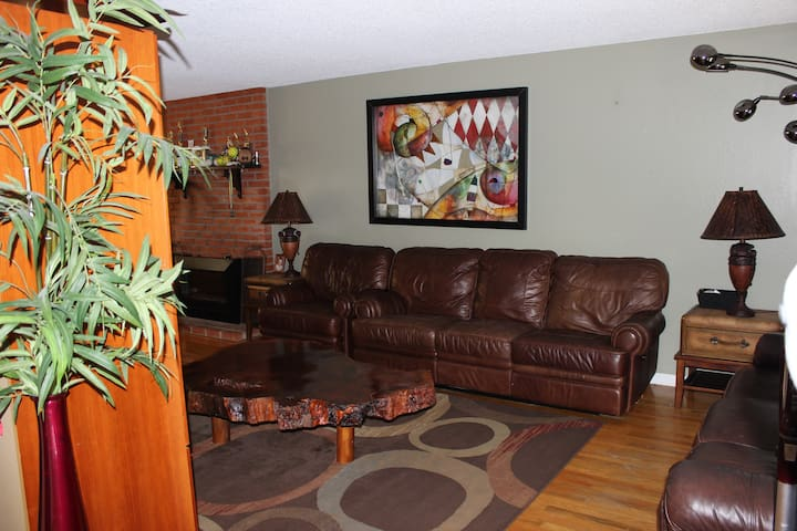 ROOM IN A BEAUTIFUL HOME AWAY FROM HOME - San Rafael - Haus