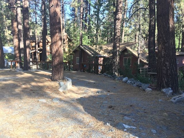 Country Club Cabin 3BR/2BA, wifi, cable, 4mi MtHi!