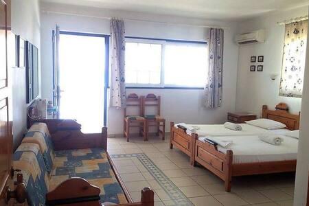 Maniata Rooms No 2