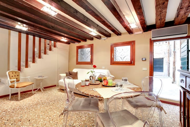 APARTMENT IN THE HEART OF VENICE!