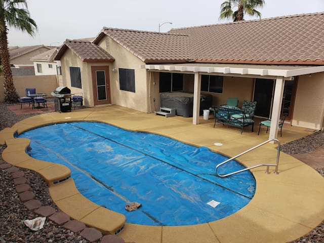 Great Las Vegas getaway with hot tub and pool!