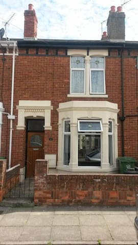 Lovely Room in family House in Portsmouth - Portsmouth - Rumah