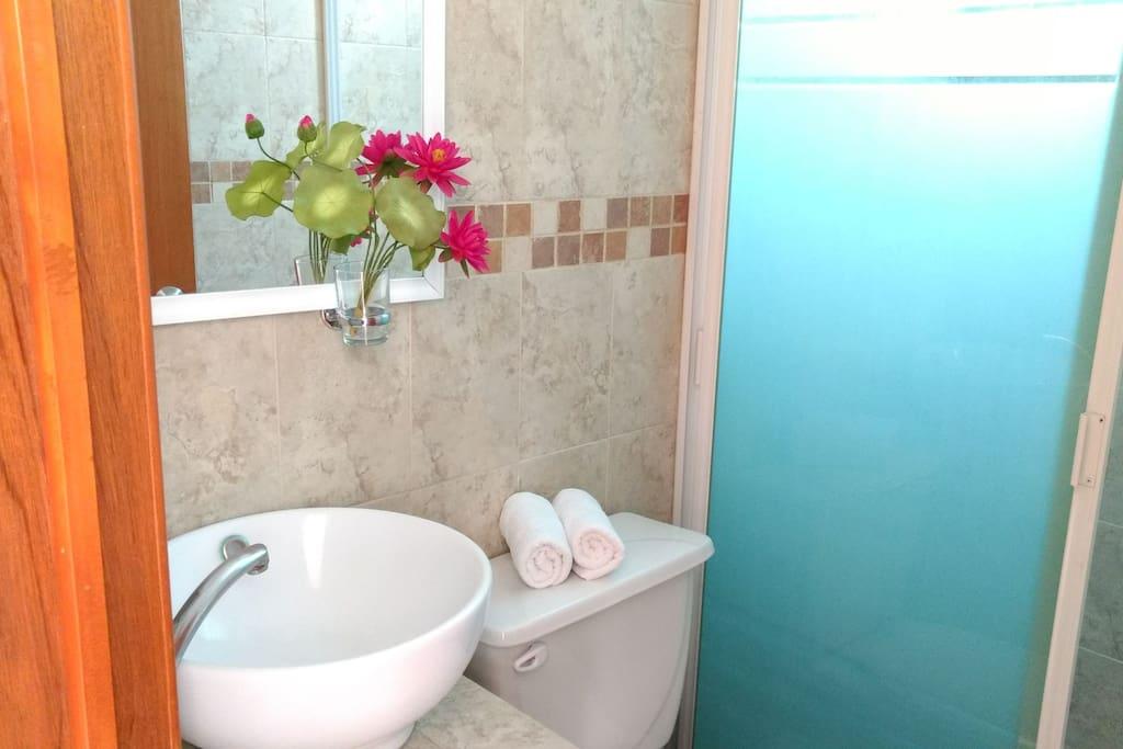 Baños limpios y amplios