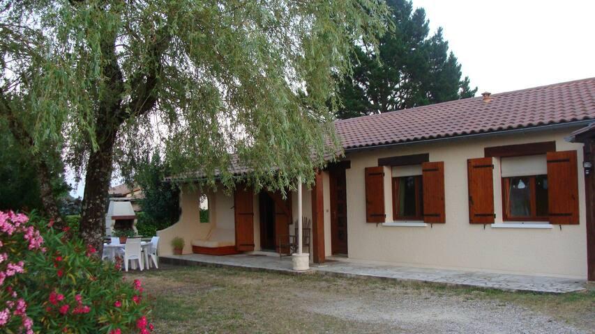 Chambre privée dans maison à 8 km de Bergerac 24